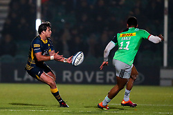 Francois Venter of Worcester Warriors takes on Nathan Earle of Harlequins - Mandatory by-line: Robbie Stephenson/JMP - 23/11/2018 - RUGBY - Sixways Stadium - Worcester, England - Worcester Warriors v Harlequins - Gallagher Premiership Rugby
