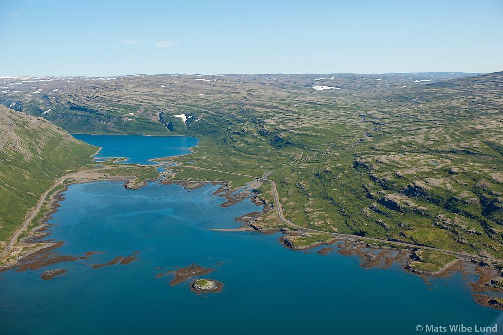 Uppsalir eyðijörð t.h.  og Vatnsdalsbakkar eyðijörð t.v. við enda Vatnsdalsvatn, Vatnsfjörður séð til norðurs. , Vesturbyggð áður Barðastrandarhreppur. /  Uppsalir deserted farmsite right, and Vatnsdalsbakkar deserted farmsite on the left banks of  lake Vatnsdalsvatn.  Small hot spring pool close to the shoreline left in photo. Vatnsfjordur viewing north. Vesturbyggd former Bardastrandarhreppur