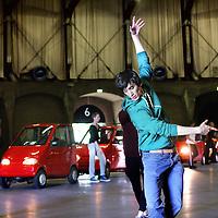 Nederland, Amsterdam , 13 juni 2012..Repetitie van het Nationale Canta Ballet in de Gashouder op het Westergasterrein..Het Nationale Ballet, dat in 2012 zijn 50-jarig jubileum viert, ging een avontuur aan en besloot een ballet met gehandicapten en hun autootjes te maken. Zij gaf haar choreograaf en 'grand sujet' Ernst Meisner de vrije hand. Hij componeerde een voorstelling met een corps de ballet en een corps de Canta, met solisten op spitzen en solisten op banden..Aan de ene kant is het ballet een spektakelstuk voor auto's en dansers, aan de andere kant is het een ontmoeting tussen twee ogenschijnlijk totaal verschillende werelden. Maar voor beiden is mobiliteit en beweging heel belangrijk, en beiden proberen het uiterste uit hun lichaam te halen. In het ballet zoeken we uit wat beide groepen gemeen hebben, wat hun verschillen zijn en hoe ze elkaar kunnen aanvullen, veranderen en versterken..Zwaarte en lichtheid wisselen elkaar af: groot spektakel versus intieme gebaren. De schoonheid en de kracht van de Canta's en de schoonheid van de beweging van beide groepen (bestuurders en dansers) staan centraal..De autootjes zullen als personages fungeren. Maar ook de beperkingen van de bestuurders van de Canta's worden gebruikt en verkend: waar ligt hun kracht, waar hun kwetsbaarheid? Hoe bewegen zij zich? Wat gebeurt er op het toneel wanneer de bestuurders ineens uitstappen? Hoe kwetsbaar wordt een geoefende danser wanneer die ineens een auto als partner heeft? Kan een danser het verlengstuk van een auto worden?.Foto:Jean-Pierre Jans