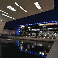 Le mus&eacute;e des civilisations de l'Europe et de la M&eacute;diterran&eacute;e (MuCEM est un mus&eacute;e national situ&eacute; &agrave; Marseille en France. Il est ouvert depuis le 7 juin 2013 lors de l'ann&eacute;e de la Capitale europ&eacute;enne de la culture.<br /> Se d&eacute;finissant comme un &laquo; mus&eacute;e de soci&eacute;t&eacute; &raquo;, il est consacr&eacute; &agrave; la conservation, l'&eacute;tude, la pr&eacute;sentation et la m&eacute;diation d'un patrimoine anthropologique relatif &agrave; l'aire europ&eacute;enne et m&eacute;diterran&eacute;enne, &agrave; partir de collections d'origine internationale et de recherches tourn&eacute;es vers une approche transdisciplinaire, concernant les soci&eacute;t&eacute;s dans leur totalit&eacute; et dans l'&eacute;paisseur du temps.
