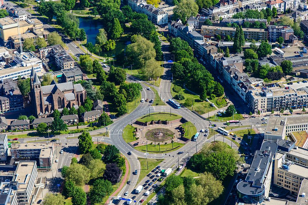 Nederland, Gelderland, Arnhem, 29-05-2019; Arnhem centrum met Airborneplein en Airborne monument.<br /> Arnhem center with Airborneplein and Airborne monument.<br /> <br /> luchtfoto (toeslag op standard tarieven);<br /> aerial photo (additional fee required);<br /> copyright foto/photo Siebe Swart