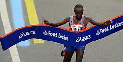 03-11-2013 ATLETIEK: NY MARATHON: NEW YORK <br /> De NY marathon werd bij de mannen door Geoffrey Mutai KEN in 02:08:24 gewonnen.<br /> ©2013-FotoHoogendoorn.nl