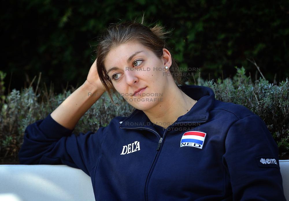 02-10-2015 NED: Volleyball European Championship persmoment Nederland, Rotterdam<br /> Op de rustdag heeft het Nederlands team een pers moment / Anne Buijs #11