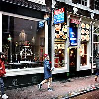 Nederland, Amsterdam , 9 januari 2013.<br /> De Joodse grillroom Baba in de Halvemaansteeg wordt beticht van het verkopen van niet kosjer vlees, terwijl ze beweren van wel.<br /> Foto:Jean-Pierre Jans