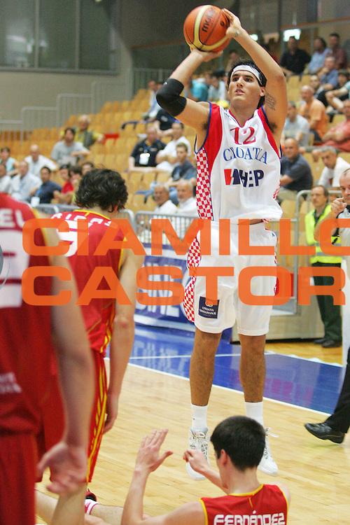 DESCRIZIONE : Gorizia Europeo Under 20 Spagna Croazia <br /> GIOCATORE : Ivan Siriscevic<br /> SQUADRA : Croazia <br /> EVENTO : Campionato Europeo Under 20 <br /> GARA : Spagna Croazia <br /> DATA : 06/07/2007 <br /> CATEGORIA : Tiro <br /> SPORT : Pallacanestro <br /> AUTORE : Agenzia Ciamillo-Castoria/S.Silvestri <br /> Galleria : Europeo Under 20 <br /> Fotonotizia : Goriza Campionato Europeo Under 20 Spagna Croazia <br /> Predefinita :
