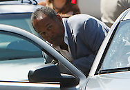 O.J. Simpson ducks into his car outside the Clark County Detention Center in Las Vegas, Nevada September 19, 2007 after being released from jail on bail. REUTERS/Rick Wilking (UNITED STATES)
