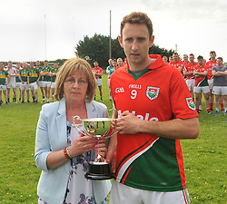 Teresa O'Dea presented the Padraig O'Dea Memorial cup to Pat Kelly Kilmaine Captain after the game in Kilmaine on saturday last.<br /> Pic Conor McKeown