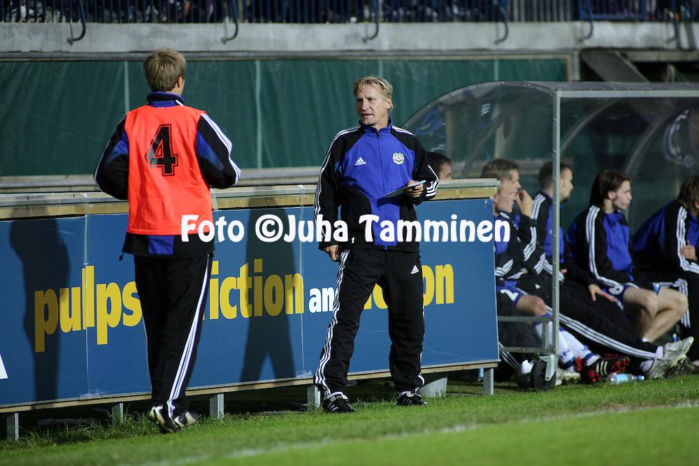 06.09.2005, Veritas Stadion, Turku, Finland..UEFA Under-21 European Championship qualifying match, Finland v Macedonia.Assistant coach Kimmo Lipponen - Finland.©Juha Tamminen