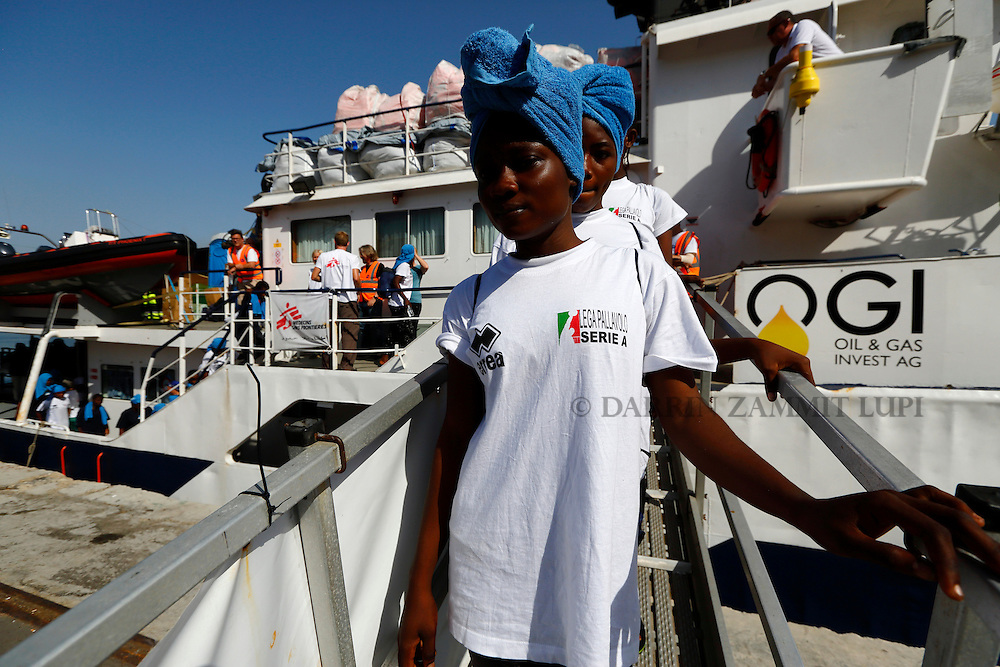 Sub-Saharan migrants disembark from the Migrant Offshore Aid Station (MOAS) ship MV Phoenix in Vibo Valentia, Italy, July 31, 2015.  195 migrants who were rescued off Libya on Wednesday arrived in Italy on Friday afternoon. The Phoenix, manned by personnel from international non-governmental organisations Medecins san Frontiere (MSF) and MOAS, is the first privately funded vessel to operate in the Mediterranean.<br /> REUTERS/Darrin Zammit Lupi <br /> MALTA OUT. NO COMMERCIAL OR EDITORIAL SALES IN MALTA