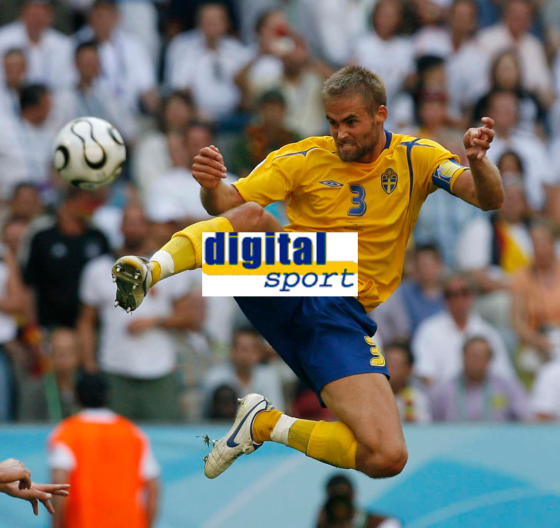 Photo: Glyn Thomas.<br />Germany v Sweden. Second Round, FIFA World Cup 2006. 24/06/2006.<br /> Sweden's Olof Mellberg.
