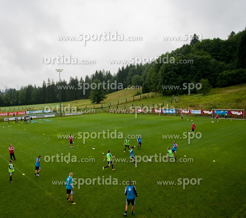 18.07.2010, Stadion Wilder Kaiser, Going, AUT, VFL Wolfsburg Training, im Bild Übersicht des Trainingsgeländes, EXPA Pictures © 2010, PhotoCredit: EXPA/ J. Feichter / SPORTIDA PHOTO AGENCY