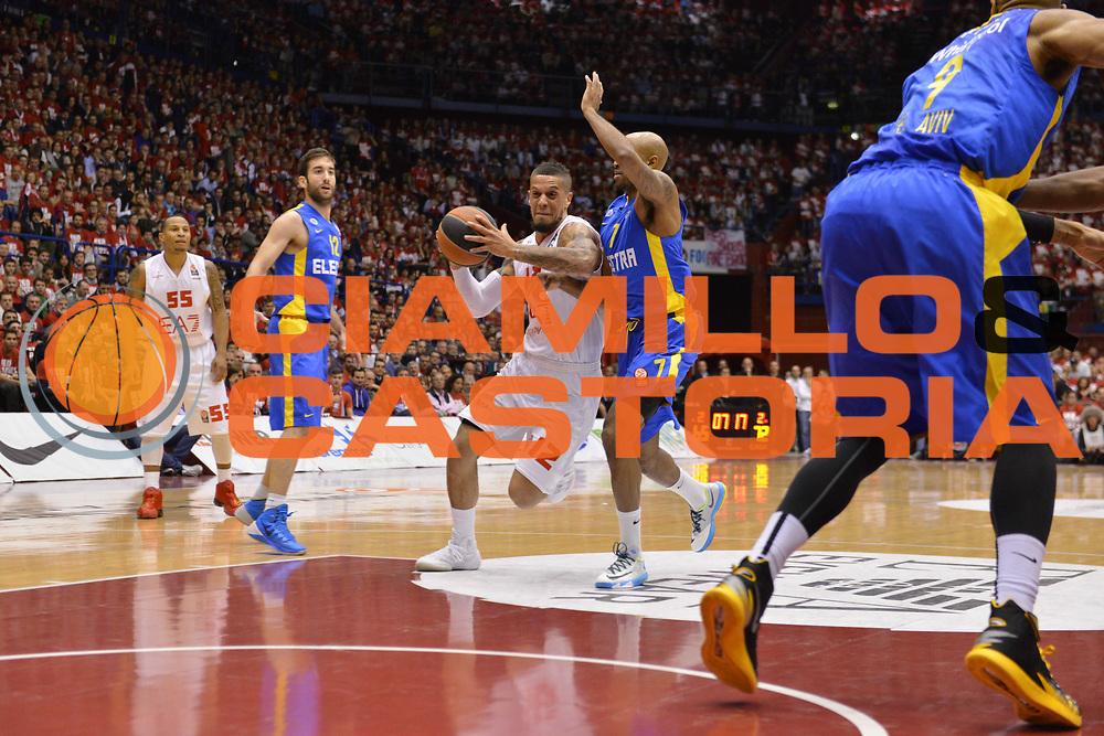 DESCRIZIONE : Milano Euroleague Playoffs EA7 EMPORIO ARMANI OLIMPIA MILANO - MACCABI ELECTRA TEL-AVIV <br /> GIOCATORE : Daniel Hackett<br /> CATEGORIA : PALLEGGI &nbsp;TECNICA <br /> SQUADRA : EA7 EMPORIO ARMANI OLIMPIA MILANO<br /> EVENTO : Campionato Euroleague Playoffs<br /> GARA : EA7 EMPORIO ARMANI OLIMPIA MILANO - MACCABI ELECTRA TEL-AVIV  <br /> DATA : 16/04/14 <br /> SPORT : Pallacanestro <br /> AUTORE : Agenzia Ciamillo-Castoria/L.sonzogni <br /> Galleria : Euroleague Playoffs