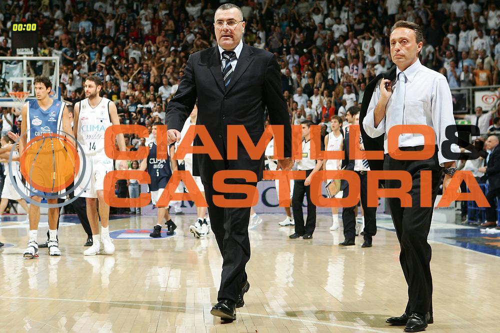 DESCRIZIONE : Bologna Lega A1 2005-06 Play Off Semifinale Gara 5 Climamio Fortitudo Bologna Carpisa Napoli <br /> GIOCATORE : Repesa Bucchi <br /> SQUADRA : Climamio Fortitudo Bologna <br /> EVENTO : Campionato Lega A1 2005-2006 Play Off Semifinale Gara 5 <br /> GARA : Climamio Fortitudo Bologna Carpisa Napoli <br /> DATA : 11/06/2006 <br /> CATEGORIA : Delusione <br /> SPORT : Pallacanestro <br /> AUTORE : Agenzia Ciamillo-Castoria/S.Silvestri <br /> Galleria : Lega Basket A1 2005-2006 <br /> Fotonotizia : Bologna Campionato Italiano Lega A1 2005-2006 Play Off Semifinale Gara 5 Climamio Fortitudo Bologna Carpisa Napoli <br /> Predefinita :