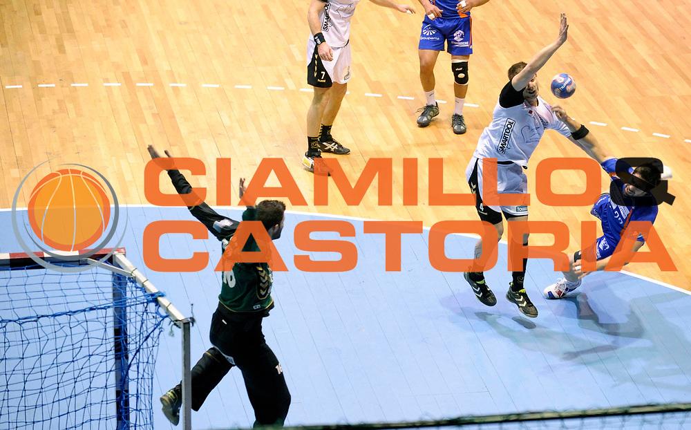 DESCRIZIONE : France Ligue Hand Coupe de la ligue Demi Finale Chambery Montpellier Nantes 13/03/2010<br /> GIOCATORE : Karabatic Nikola<br /> SQUADRA : Montpellier<br /> EVENTO : France Hand Coupe de La Ligue Chambery Montpellier<br /> GARA : Chambery Montpellier<br /> DATA : 13/03/2010<br /> CATEGORIA : Handball Coupe de La Ligue Demi Finale Homme Action Chambery<br /> SPORT : Handball<br /> AUTORE : JF Molliere par Agenzia Ciamillo-Castoria <br /> Galleria : France Hand Coupe de La Ligue Homme 2009/2010  <br /> Fotonotizia : France Ligue Hand Coupe de la ligue Demi Chambery Montpellier Nantes 13/03/2010<br /> Predefinita :