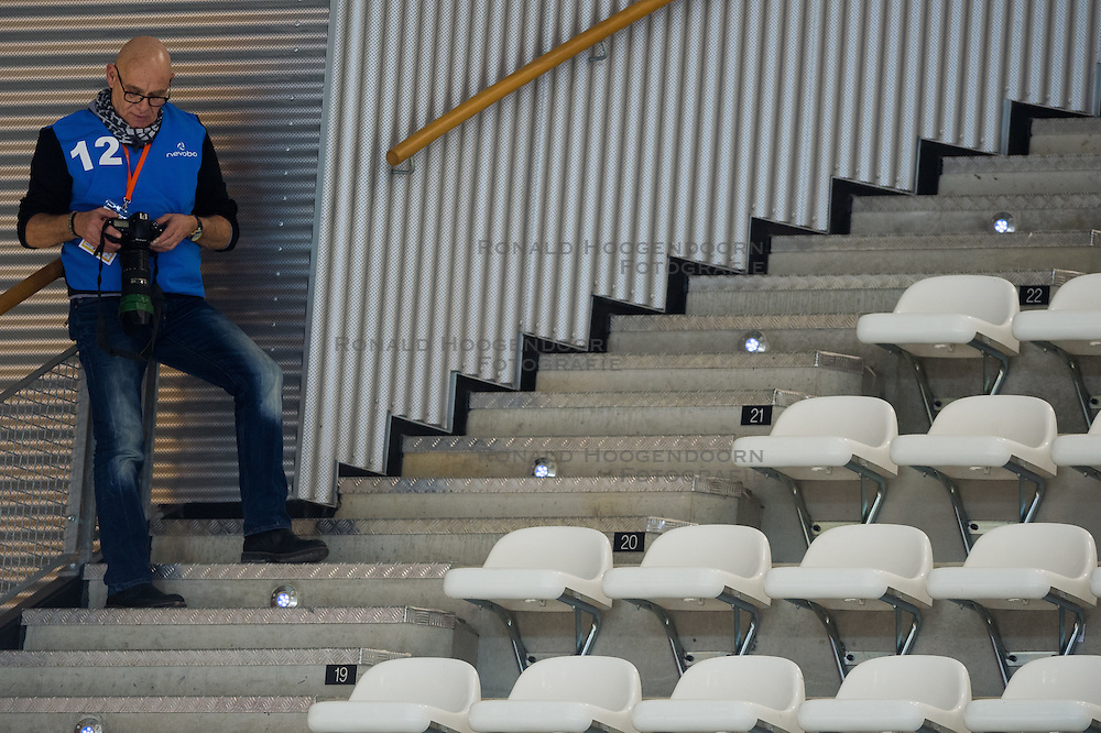 20-02-2015 NED: Landstede Volleybal - Peelpush, Almere<br /> Landstede verslaat in de halve finale Peelpush met 3-0 / Media, pers, fotograaf Klaas Jan van de Weij