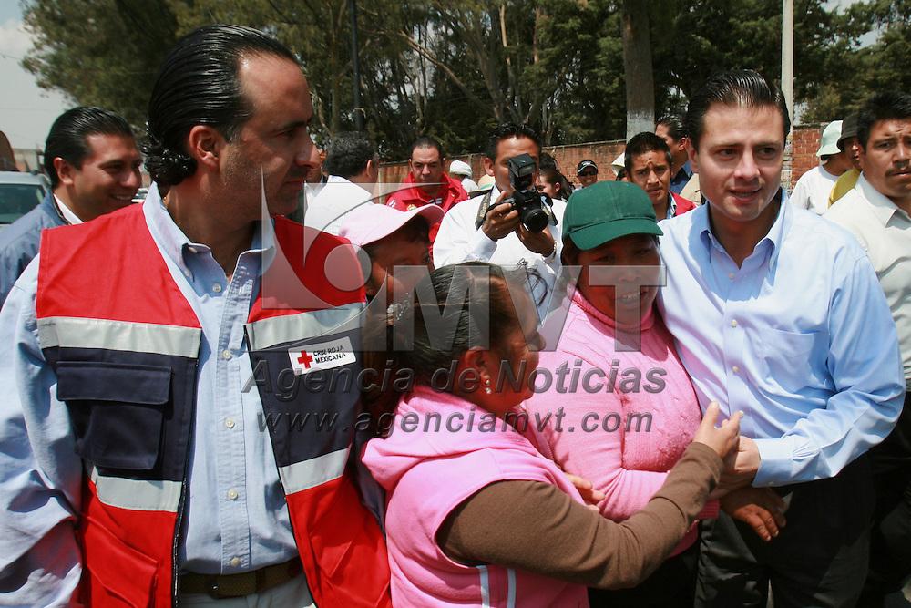 Toluca, Mex.- Enrique Pe&ntilde;a Nieto, gobernador del Estado de M&eacute;xico y Luis Maccise Uribe, delegado en la entidad de Cruz Roja, a su llegada al acto donde rindieron protesta las integrantes del consejo directivo de la Cruz Roja en Toluca. Agencia MVT / Mario Vazquez de la Torre. (DIGITAL)<br /> <br /> <br /> <br /> <br /> <br /> <br /> <br /> NO ARCHIVAR - NO ARCHIVE