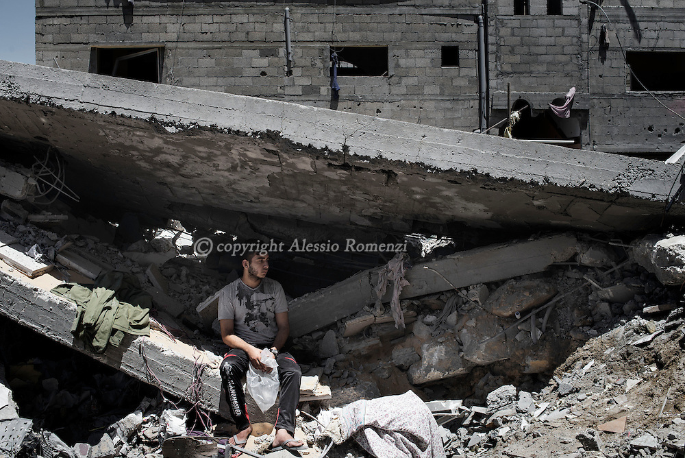 Gaza Strip, Beit Laya: The effects of the destruction caused by the bombing of Israeli aircraft in Beith Laya on July 11, 2014. ALESSIO ROMENZI