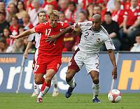 Fussball International Laenderspiel Schweiz - Venezuela Chritophe SPYCHER (SUI,li) gegen Luis VALLENILLA (VEN,re)