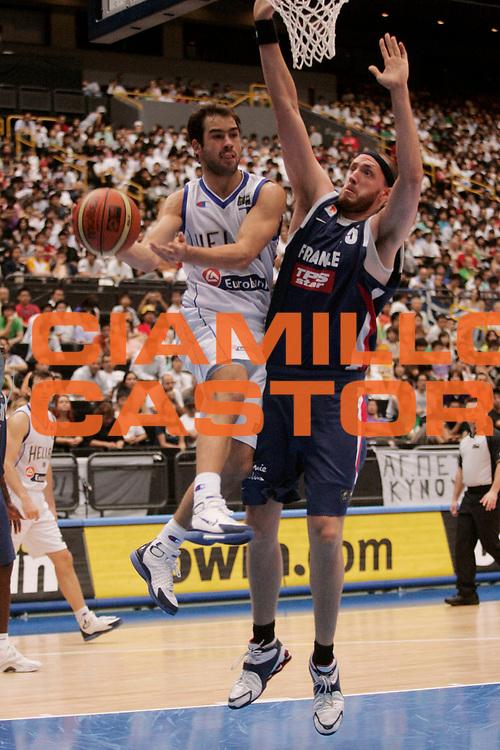 DESCRIZIONE : Saitama Giappone Japan Men World Championship 2006 Campionati Mondiali Greece-France <br /> GIOCATORE : Spanoulis <br /> SQUADRA : Greece Grecia <br /> EVENTO : Saitama Giappone Japan Men World Championship 2006 Campionato Mondiale Greece-France <br /> GARA : Greece France Grecia Francia <br /> DATA : 30/08/2006 <br /> CATEGORIA : Passaggio Sponsor Bwin <br /> SPORT : Pallacanestro <br /> AUTORE : Agenzia Ciamillo-Castoria/A.Vlachos <br /> Galleria : Japan World Championship 2006<br /> Fotonotizia : Saitama Giappone Japan Men World Championship 2006 Campionati Mondiali Greece-France <br /> Predefinita :