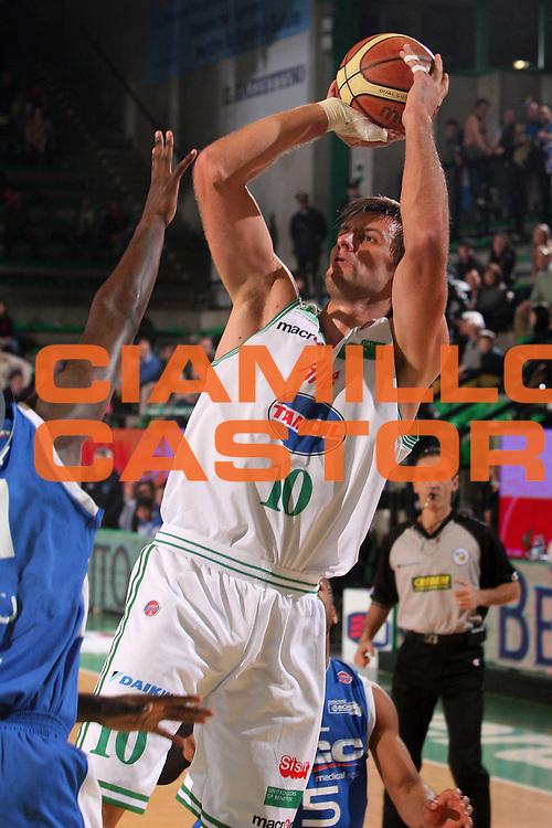 DESCRIZIONE : Treviso Lega A1 2008-09 Benetton Treviso NGC Cantu <br /> GIOCATORE : sandro nicevic <br /> SQUADRA : Benetton Treviso <br /> EVENTO : Campionato Lega A1 2008-2009 <br /> GARA : Benetton Treviso NGC Cantu <br /> DATA : 29/11/2008 <br /> CATEGORIA : tiro <br /> SPORT : Pallacanestro <br /> AUTORE : Agenzia Ciamillo-Castoria/S.Silvestri <br /> Galleria : Lega Basket A1 2008-2009 <br /> Fotonotizia : Treviso Campionato Italiano Lega A1 2008-2009 Benetton Treviso NGC Cantu <br /> Predefinita :