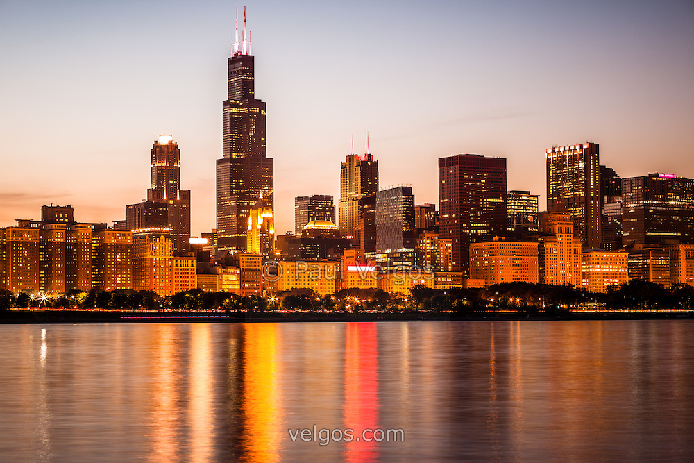 Photo of Chicago downtown city lakefront with Willis Tower (Sears Tower) and other downtown Chicago office buildings and skyscrapers.