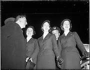 28/04/1958<br /> 04/28/1958<br /> 28 April 1958<br /> Inaugural Aerlinte flight to the United States from Dublin Airport. Air Hostesses with Eamon de Valera.