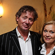 NLD/Hilversum/20100420 - DVD presentatie Marco Bakker zingt Robert Stolz, Harry van Hoof en partner Els