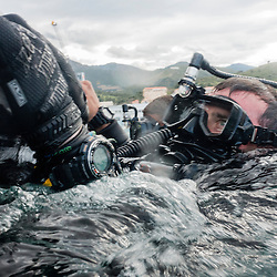 Exercice Cutaway 2016 organis&eacute; par la Marine Nationale et rassemblant des plongeurs d&eacute;mineurs fran&ccedil;ais des Groupes de Plongeurs D&eacute;mineurs (GPD), ainsi que des d&eacute;mineurs anglais (Southern Diving Unit) et am&eacute;ricains (EODMU 8). <br /> Op&eacute;rations terrestres et sous-marines  d'identification, de d&eacute;minage, d&eacute;pi&eacute;geage, et de neutralisation d'IED dans le port de commerce et au fort Br&eacute;ar.<br /> Mai 2016 / Port-Vendres (66) / FRANCE
