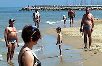 """2 דקות דומיה בחוף הים בת""""א"""