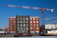 Hulpverleningsdienst en GGD Fryslân aan de Harlingervaart en Harlingertrekweg te Leeuwarden. Het gebouw is gebouwd in opdracht van Van Wijnen Projectontwikkeling Noord BV, Gorredijk. Architect: Emile Koopmans.  Zie ook http://www.team4.nl/projecten/bedrijfsgebouwen/alle-bedrijfsgebouwen/ggd-fryslan