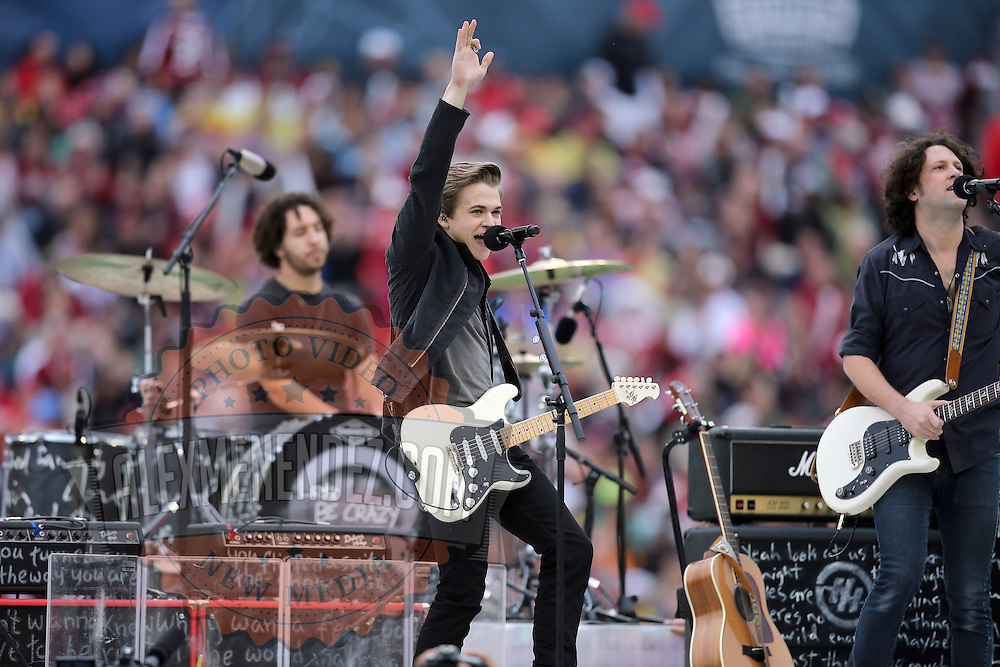 Musician Hunter Hayes performs during the NCAA Capital One Bowl football game between the South Carolina Gamecocks who represent the SEC and the Wisconsin Badgers who represent the Big 10 Conference, at the Florida Citrus Bowl on Wednesday, January 1, 2014 in Orlando, Florida. (AP Photo/Alex Menendez)