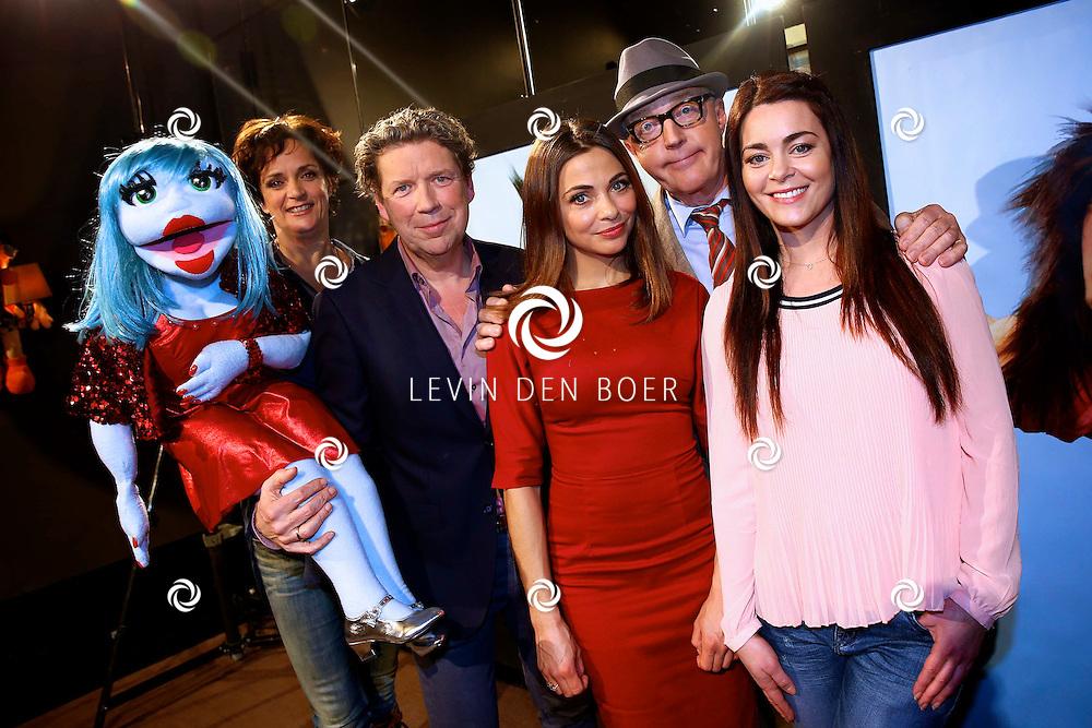 AMSTERDAM - SBS6 Presenteerde hun nieuwste programma 'Popster'. Met hier op de foto  vlnr.: Miss Izzy pop, Lenette van Dongen, Henkjan Smits, Georgina Verbaan, Andre van Duin en Kim-Lian van der Meij. FOTO LEVIN DEN BOER - KWALITEITFOTO.NL