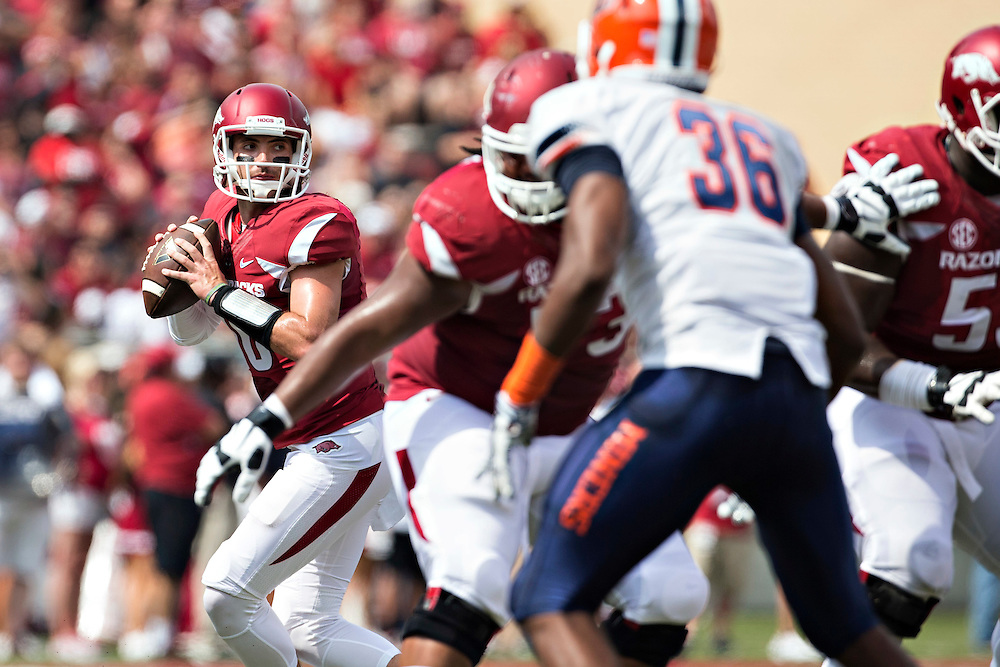 FAYETTEVILLE, AR - SEPTEMBER 5:  Brandon Allen #10 of the Arkansas Razorbacks drops back to pass during a game against the UTEP Miners at Razorback Stadium on September 5, 2015 in Fayetteville, Arkansas.  The Razorbacks defeated the Miners 48-13.  (Photo by Wesley Hitt/Getty Images) *** Local Caption *** Brandon Allen