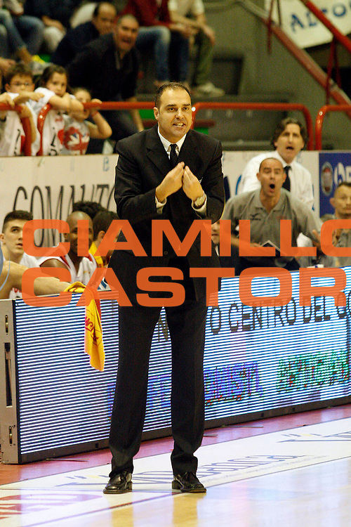 DESCRIZIONE : Pistoia Lega A2 2012-13 Playoff Quarti di finale Gara1 Giorgio Tesi Group Pistoia Givova Scafati<br /> GIOCATORE : Coach Moretti Paolo<br /> SQUADRA : Giorgio Tesi Group Pistoia<br /> EVENTO : Campionato Lega A2 2012-2013<br /> GARA : Giorgio Tesi Group Pistoia Givova Scafati Playoff quarti di finale gara1<br /> DATA : 1105/2013<br /> CATEGORIA : <br /> SPORT : Pallacanestro<br /> AUTORE : Agenzia Ciamillo-Castoria/Stefano D'Errico<br /> Galleria : Lega Basket A2 2012-2013 <br /> Fotonotizia : Pistoia Lega A2 2012-2013 Playoff Quarti di finale Gara1 Giorgio Tesi Group Pistoia Givova Scafati<br /> Predefinita :