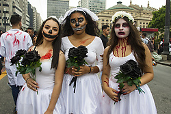 November 2, 2018 - SãO Paulo, Brazil - SÃO PAULO, SP - 02.11.2018: ZOMBIE WALK SÃO PAULO 2018 - Zombie Walk, a public march of people dressed as zombies that happens in several cities of the world, happened this Friday (02) in São Paulo. The event was held in California in 2001, and since 2006, it is held annually, always on November 2nd, Memorial Day. This year's t broubrought together about 20,000 people and toured several streets of the old center. (Credit Image: © Emerson Santos/Fotoarena via ZUMA Press)