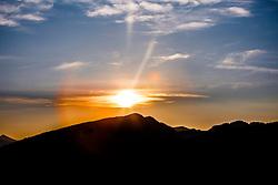 THEMENBILD, WALCHSEE, die Gemeinde Walchsee (Bezirk Kufstein) liegt im Bundesland Tirol in Oesterreich, im Bild Blick auf die umliegenden Berge in den fruehen Morgenstunden vom Heuberg aus. Bild aufgenommen am 11.09.2012. EXPA Pictures © 2012, PhotoCredit: EXPA/ Juergen Feichter