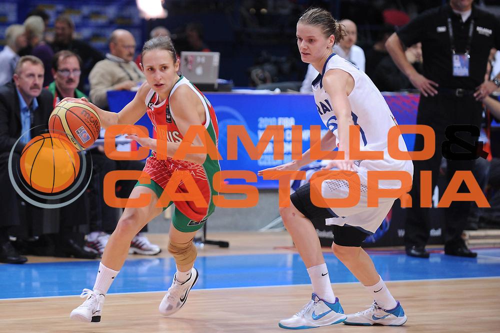 DESCRIZIONE : Ostrava Repubblica Ceca Czech Republic Women World Championship 2010 Campionato Mondiale Eight-Final Round France Belarus<br /> GIOCATORE : Natallia MARCHANKA<br /> SQUADRA : Belarus Bielorussia<br /> EVENTO : Ostrava Repubblica Ceca Czech Republic Women World Championship 2010 Campionato Mondiale 2010<br /> GARA :  France Belarus Francia Bielorussia<br /> DATA : 27/09/2010<br /> CATEGORIA :<br /> SPORT : Pallacanestro <br /> AUTORE : Agenzia Ciamillo-Castoria/ElioCastoria<br /> Galleria : Czech Republic Women World Championship 2010<br /> Fotonotizia : Ostrava Repubblica Ceca Czech Republic Women World Championship 2010 Campionato Mondiale Eight-Final Round  France Belarus<br /> Predefinita :