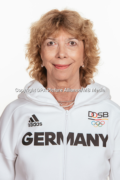 Prof. Dr. Gurdrun Doll- Tepper poses at a photocall during the preparations for the Olympic Games in Rio at the Emmich Cambrai Barracks in Hanover, Germany, taken on 12/07/16 | usage worldwide