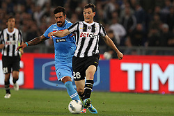 20.05.2012, Stadio Olympico, Rom, ITA, TIM Cup, Juventus Turin vs SSC Neapel, Finale, im Bild Ezequiel Lavezzi Napoli Stephan Lichtsteiner Juventus // during the final football match of Italian TIM Cup between Juventus Turin and SSC Neapel at Stadio Olympico, Rome, Italy on 2012/05/20. EXPA Pictures © 2012, PhotoCredit: EXPA/ Insidefoto/ Paolo Nucci..***** ATTENTION - for AUT, SLO, CRO, SRB, SUI and SWE only *****