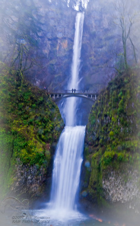 Spectacular Multnomah Falls, in the Columbia River Gorge, near Hood River, Oregon.