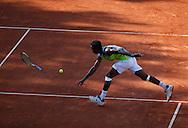 Mercedes Cup 2010 , ATP TennisTurnier, International Series,Weissenhof, Sandplatz,Stuttgart, Gael Monfils(FRA) wirft seinen Schlaeger nach dem Ball,kurios,