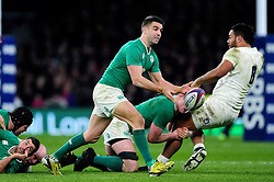 Conor Murray of Ireland passes the ball - Mandatory byline: Patrick Khachfe/JMP - 07966 386802 - 27/02/2016 - RUGBY UNION - Twickenham Stadium - London, England - England v Ireland - RBS Six Nations.