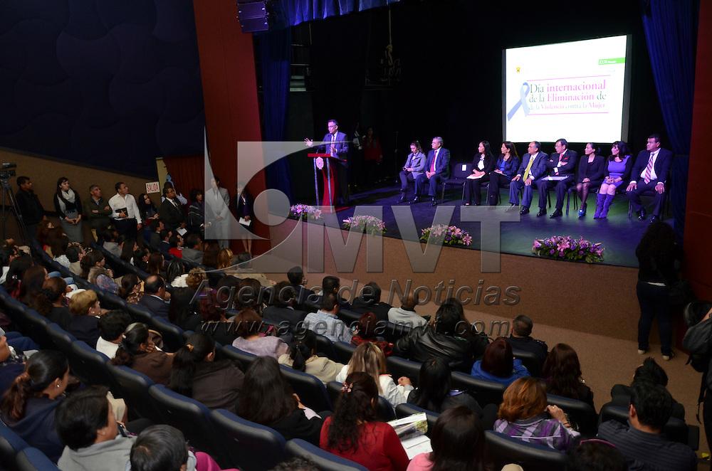 Metepec, México.- Carolina Monroy del Mazo, Presidenta de Metepec, conmemoró el Día Internacional para la Eliminación de la Violencia Contra la Mujer, donde ofrecieron platicas y foros para disminuir y evitar la violencia que padecen gran parte de la mujeres mexiquenses. Agencia MVT / Arturo Hernández S.