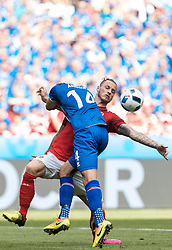 22.06.2016, Stade de France, St. Denis, FRA, UEFA Euro 2016, Island vs Oesterreich, Gruppe F, im Bild Marko Arnautovic (AUT), Kari Arnason (ISL) // Marko Arnautovic (AUT) Kari Arnason (ISL) during Group F match between Iceland and Austria of the UEFA EURO 2016 France at the Stade de France in St. Denis, France on 2016/06/22. EXPA Pictures © 2016, PhotoCredit: EXPA/ JFK