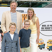 NLD/Amsterdam/20170617 - Première Verschrikkelijke Ikke 3, Sandra Ysbrandy met partner Pieter en zonen Berend , Ties en Wick