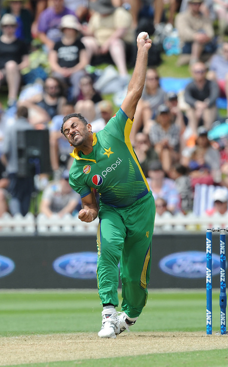 Pakistan's Wahab Riaz bowling against New Zealand in the 1st ODI International Cricket match at Basin Reserve, Wellington, New Zealand, Monday, January 25, 2016. Credit:SNPA / Ross Setford