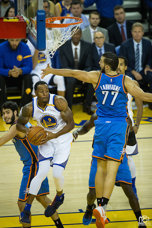 Golden State Warriors forward Andre Iguodala (9) looks for an open teammate under the basket against the Oklahoma City Thunder at Oracle Arena in Oakland, Calif., on November 3, 2016. (Stan Olszewski/Special to S.F. Examiner)