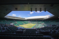 WIMBLEDON - GB -  4th July 2016: The Wimbledon Tennis Championship continues at the All England Lawn Tennis Club in S.E. London.<br /> <br /> Centre Court<br /> <br /> Photo by Ian Jones