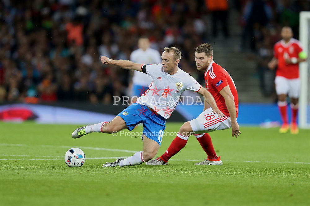 TOULOUSE, FRANCE - Monday, June 20, 2016: Wales' Sam Vokes in action against Russia's Denis Glushakov during the final Group B UEFA Euro 2016 Championship match at Stadium de Toulouse. (Pic by David Rawcliffe/Propaganda)
