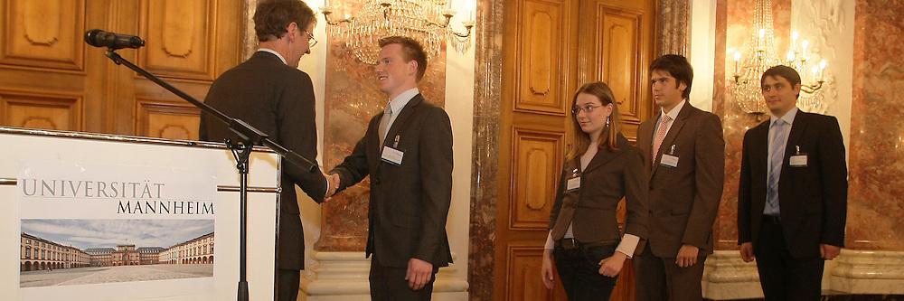 Mannheim. 18.10.2011. Schloss. Rittersaal. Universit&permil;t. vergabe von Stipendien.<br /> <br /> Bild: Markus Proflwitz 18OCT11 / masterpress /
